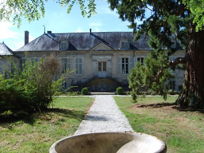 Huisraad Biedt Kasteel Te Koop Aan In Noord Frankrijk In